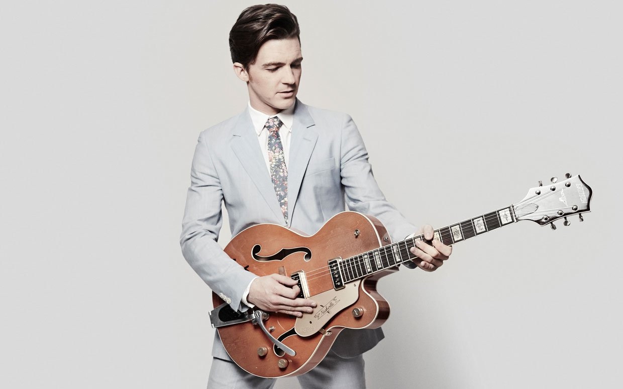 Drake Bell Believed To Never Play Guitar Again | Planet Stereo